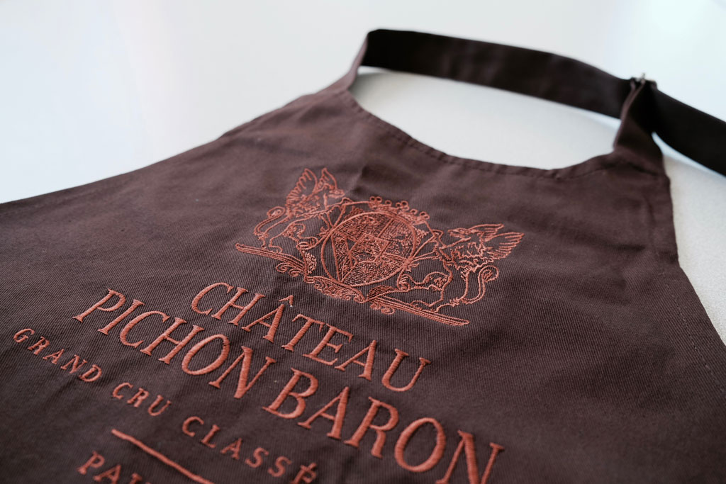 tablier-chateau-pichon-baron-broderie-by-tip-beyno